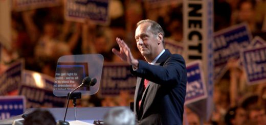 Former Sen. Bill Bradley speaks at the Democratic National convention in Los Angeles, Calif., in August 2000.