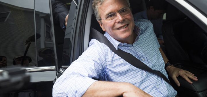 Republican Presidential candidate Jeb Bush departs after a campaign event in Derry, NH. ---(Copyright Brooks Kraft/Corbis / APImages)